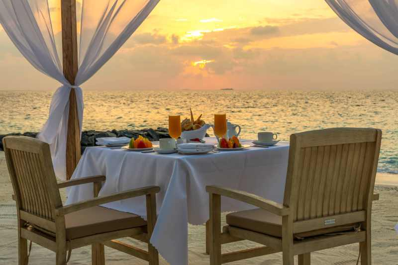 Beach breakfast table at Fiyavalhu