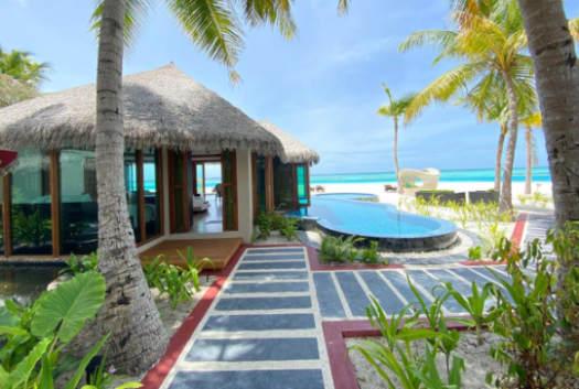 Kihaa beach with pool